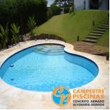 acabamento para piscina de fibra com deck Suzano