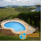 cascata de piscina de pedra Santa Gertrudes