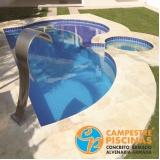 cascata de piscina de canto