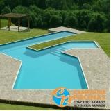 cascata de piscina de pedra