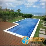 piscina de concreto com deck para sítio