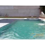 piscina de concreto com prainha