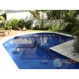 piscina de concreto com revestimento