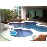 piscina de concreto com sauna