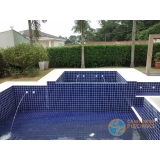 piscina de concreto com spa